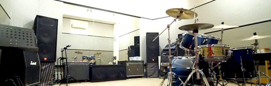 駐車場完備!横浜市あざみ野の音楽スタジオです。リハーサル・レコーディングお任せ下さい。